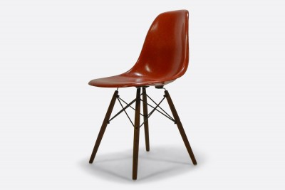 Vitra - Eames Fiberglass Side Chair DSW - Charles & Ray Emes, 1950